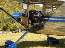 Schön wieder hergestelltes klassisches Cessna 140A Lizenzfreie Stockfotografie