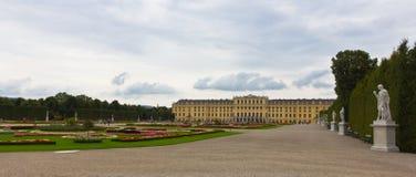 Schönbrunn Palast-panoramische Ansicht lizenzfreies stockfoto
