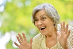 Schöne ältere Frau lizenzfreies stockbild