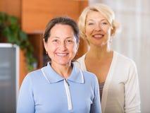 Schöne ältere Frauen Lizenzfreies Stockbild
