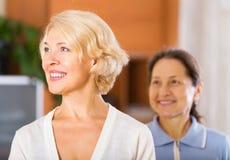 Schöne ältere Frauen Lizenzfreies Stockfoto