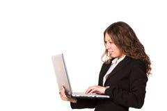 Schöne überzeugte Geschäftsfrau mit Laptop Stockbilder