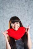 Schöne 20-25 Jahre junge Brunettefrau Stockfoto
