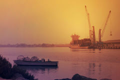 Schöne Abendansicht des Nebenflusses Adschman in Dubai, UAE am 28. Juni 2017 Lizenzfreie Stockbilder