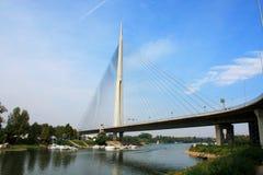 Schöne Ada-Brücke in Belgrad, Serbien Stockfotos