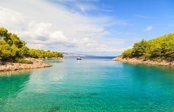Schöne adriatische felsige Küstenlinie Lizenzfreie Stockfotografie