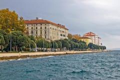 Schöne adriatische Stadt von Zadar Ufergegend Stockbild