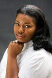 Schöne afrikanische Frau stockfoto