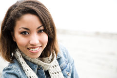 Schöne Afroamerikanerfrau lizenzfreie stockfotos