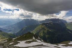 Schöne alpine Ansicht vom Gipfel von Le Brevent frankreich stockbild
