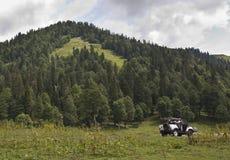Schöne alpine Berge Lizenzfreie Stockfotos