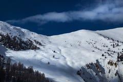 Schöne alpine Bergspitze Stockfoto
