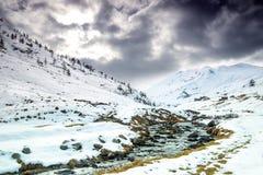 Schöne alpine Winterlandschaft Stockbild