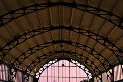 Schöne alte alte Architektur des Haarlem-Hauptbahnhofs-Bogen-Gebäudes Lizenzfreie Stockfotografie