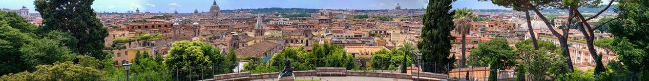Schöne alte Fenster in Rom (Italien) Panoramische riesige Ansicht von Stadtskylinen von Pincio hallo Stockfoto