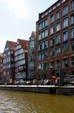 Schöne alte Häuser auf Kanälen im HafenCity Hamburg - Deutschland - Europa Lizenzfreie Stockfotografie