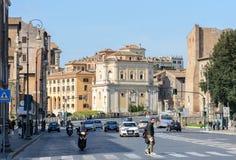 Schöne alte Häuser werden auf Campitelli-Quadrat errichtet Das historische Teil von Rom In den Mittelalter die Fassaden der vier lizenzfreie stockfotografie
