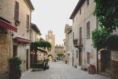 Schöne alte italienische Straße Stockbilder
