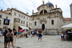 Schöne alte Kirche in der alten Stadt von Dubrovnik Lizenzfreie Stockfotos