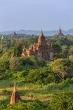 Schöne alte Pagoden in Bagan während des Sonnenaufgangs, Myanmar Lizenzfreie Stockfotos