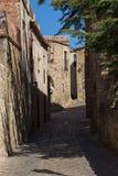 Schöne alte Steinhäuser im spanischen alten Dorf, Kumpel, in Costa Brava lizenzfreies stockfoto
