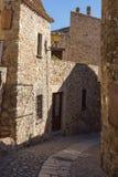 Schöne alte Steinhäuser im spanischen alten Dorf, Kumpel, in Costa Brava lizenzfreie stockfotos