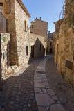 Schöne alte Steinhäuser im spanischen alten Dorf, Kumpel, in Costa Brava stockbilder