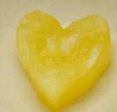Schöne Ananas in der Herzform Stockfoto