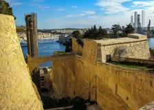 Schöne Ansicht über Aufzug in oberen Barrakka-Gärten, Stadt von Valletta, Malta, Europa lizenzfreie stockbilder