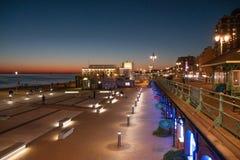 Schöne Ansicht über Brighton-Strand am Abend - BRIGHTON, VEREINIGTES KÖNIGREICH - 27. FEBRUAR 2019 stockbild