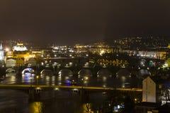 Schöne Ansicht über das Prag-Stadtbild nachts vom Letna-Park Stockbild