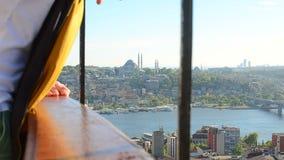 Schöne Ansicht über die Stadt von der Spitze des Gebäudes stock footage