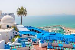 Schöne Ansicht über Küste und weißes blaues Dorf Sidi Bou Said, Tunesien, Afrika stockfotos