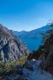 Schöne Ansicht über See Garda vom Bergabhang, Italien stockbild
