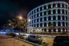 Schöne Ansicht BATUMIS, GEORGIA 1. Juli 2015 von Gebäuden mit Beleuchtung in Batumi Stockfotos