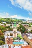 Schöne Ansicht der Annahme-Kirche und die historische Mitte von Lemberg, Ukraine Stockbilder