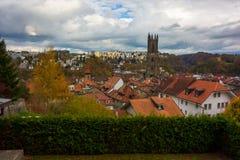 Schöne Ansicht der Fribourg-Stadt, die Schweiz stockfotos