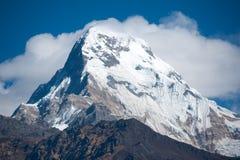 Schöne Ansicht der Himalajaberge mit Schnee Lizenzfreies Stockfoto
