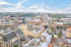 Schöne Ansicht der Stadt Hall Tower, Adam Mickiewicz Square und die historische Mitte von Lemberg, Ukraine Stockfoto