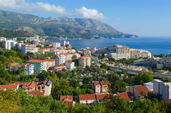 Schöne Ansicht der Stadt von Becici auf adriatischer Küste, Montenegro stockfotos