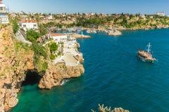 Schöne Ansicht des alten Hafens in Antalya stockbilder