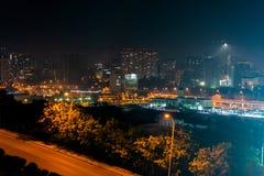 Schöne Ansicht des Blitzes in der Nachtstadt Rostov On Don, Russland Lizenzfreie Stockbilder