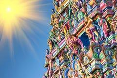 Schöne Ansicht des bunten gopura im hindischen Kapaleeshwarar Te Stockfoto