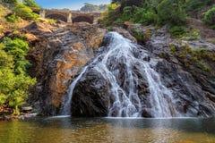 Schöne Ansicht des Dudhsagar-Wasserfalls in Goa, Indien Stockbilder