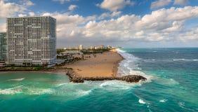 Schöne Ansicht des Fort Lauderdale-Hafens und des Piers lizenzfreie stockbilder