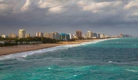 Schöne Ansicht des Fort Lauderdale-Hafens und des Piers stockfoto