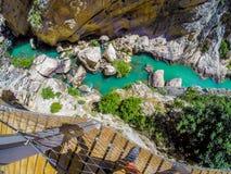 Schöne Ansicht des Gebirgsweges Caminito Del Rey entlang steilen Klippen Stockbild