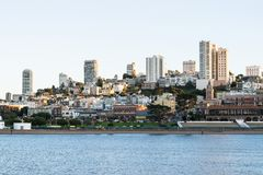 Schöne Ansicht des Geschäftszentrums in im Stadtzentrum gelegenem San Francisco in USA lizenzfreie stockbilder