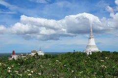 Schöne Ansicht des Hügels Khao Khlang und ein Teil des alten thailändischen Palastes Stockfotografie