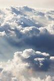 Schöne Ansicht des Himmels und der Wolken bei Sonnenuntergang Lizenzfreies Stockfoto
